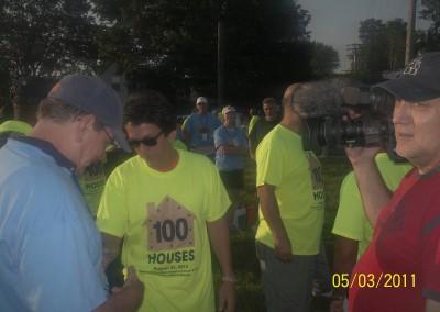 100 Houses Volunteers Clean Up Detroit Neighborhood 6