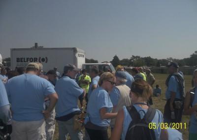 100 Houses Volunteers Clean Up Detroit Neighborhood 12