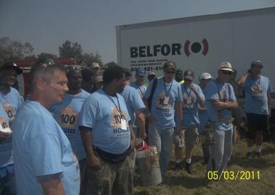 100 Houses Volunteers Clean Up Detroit Neighborhood 13