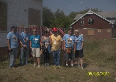 100 Houses Volunteers Clean Up Detroit Neighborhood 14