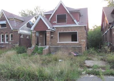 100 Houses Volunteers Clean Up Detroit Neighborhood 17