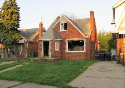 100 Houses Volunteers Clean Up Detroit Neighborhood 18
