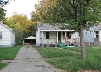 100 Houses Volunteers Clean Up Detroit Neighborhood 19