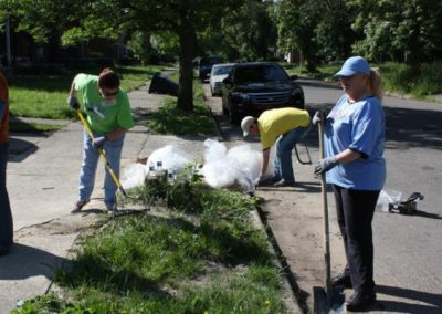 A Time to Help Joins Habitat for Humanity to Clean Up Morningside Commons 3