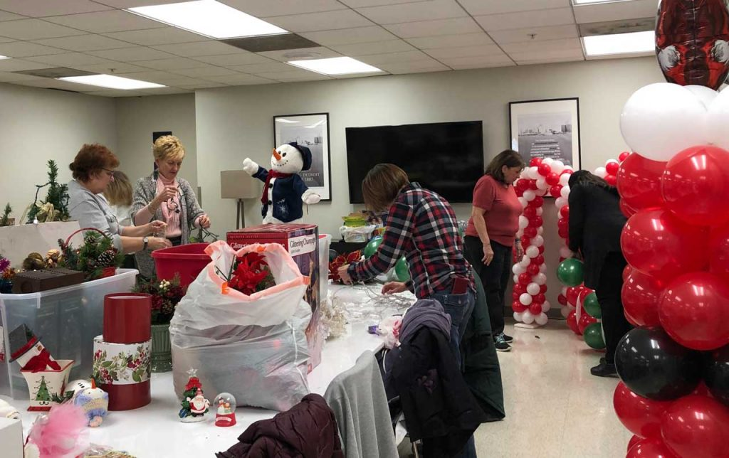 Volunteers ring in the holidays at Salvation Army Harbor Light 39